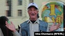 Участник первомайского шествия. Москва, 1 мая 2012 года