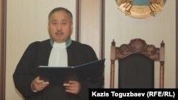 Судья Ербол Ахметжанов. Алматы, 30 желтоқсан 2013 жыл.