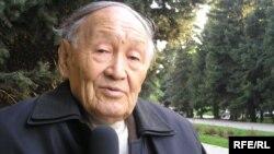 Филология ғылымының докторы, профессор Мекемтас Мырзахметов. Алматы, мамыр, 2010 жыл.