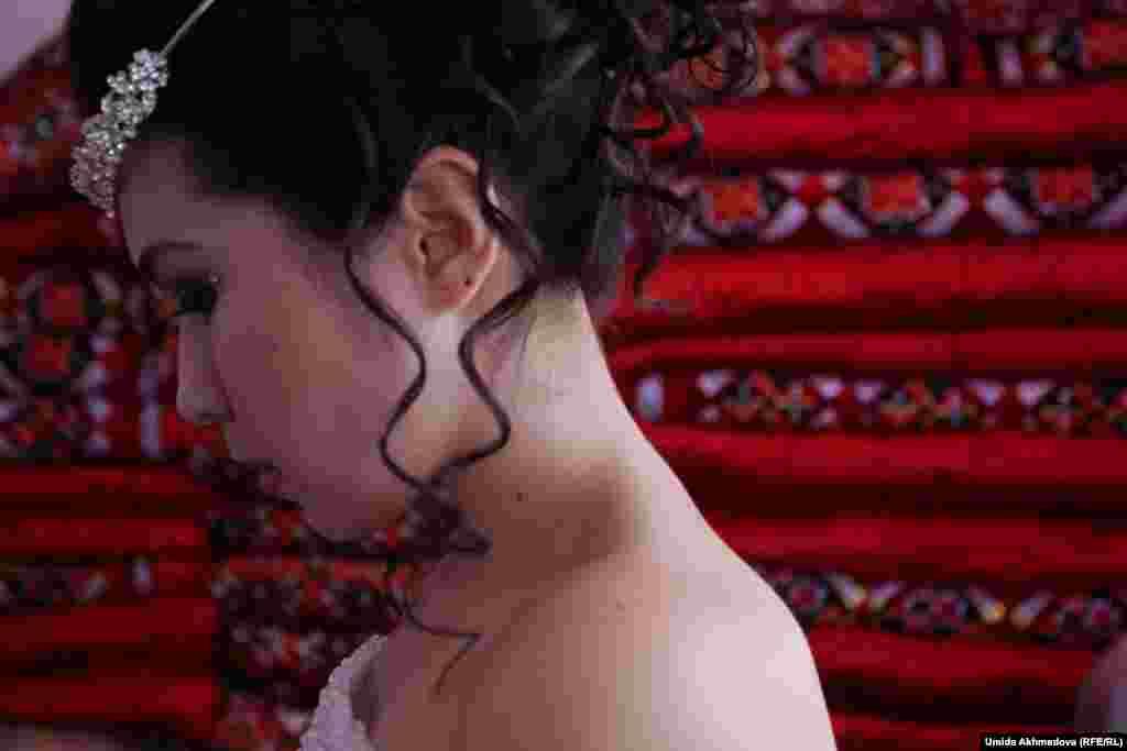 Стеганые и лоскутные одеяла ручной работы – корпе - украшают интерьер в казахских домах. Такие одеяла – обязательная часть приданого, которое невеста увезет в дом жениха.