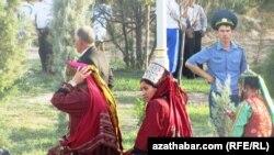 Serdar Gulgeldiýew Türkmenistanda halky syýasy wakalardan üzňe saklamak syýasatynyň alnyp barylýandygyny aýdýar.