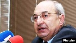 Ազգային ժողովրդավարական միություն կուսակցության ղեկավար Վազգեն Մանուկյան