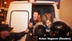 Задержание участников мирной акции протеста в Петербурге 7 октября