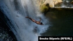Skakanje sa vodopada, 9. avgust u Jajcu