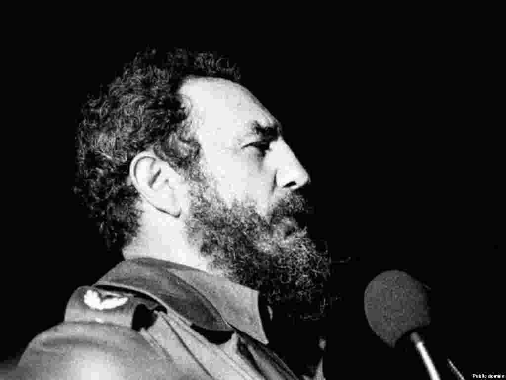 کوبا- کاسترو در حال سخنرانی در سال ۱۹۷۸.
