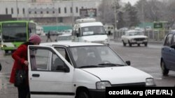 Uzbekistan - taxi in Tashkent, 05Jan2012