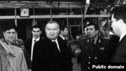 Первый президент Узбекистана Ислам Каримов (в центре) заявлял, что теракт, организованный религиозными экстремистами, был в том числе попыткой покушения на его жизнь.