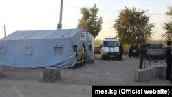 Палатки на границе с Казахстаном для водителей фур.
