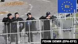 Croatian border police keep watch at a border crossing with Bosnia-Herzegovina. (file photo)