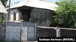 Zaqatalada Zəlzələdən zərər çəkmiş ev (2012)