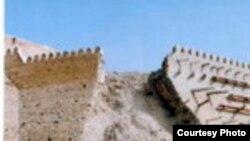Бухара - рухнувшая часть стены Зимнего дворца Бухарского эмира