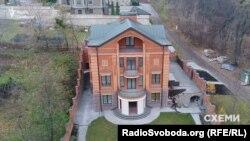 Недобудований будинок у Києві, оформлений на дружину Олексія Горащенкова