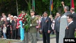Церемония возложения венков на могиле советских солдат в Праге. 9 мая, 2009 г.