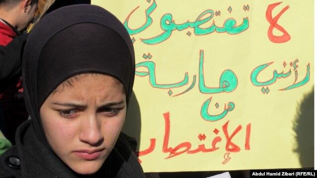 "Надпись по-арабски на плакате: ""Пожалуйста, не насилуйте меня!"""