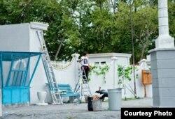 """Момент съемок фильма """"Путь лидера"""" на территории яхт-клуба. Темиртау, 22 августа 2012 года."""