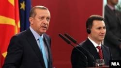 Премиерот Никола Груевски на средбата со турскиот претседател Реџеп Таип Ердоган во Скопје.