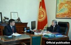 Leading Kyrgyz presidential candidate Sooronbay Jeenbekov (left) has been backed by the current incumbent Almazbek Atambaev (right).