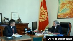 Almazbek Atambaev (sa]da) və Sooronbai Jeenbekov
