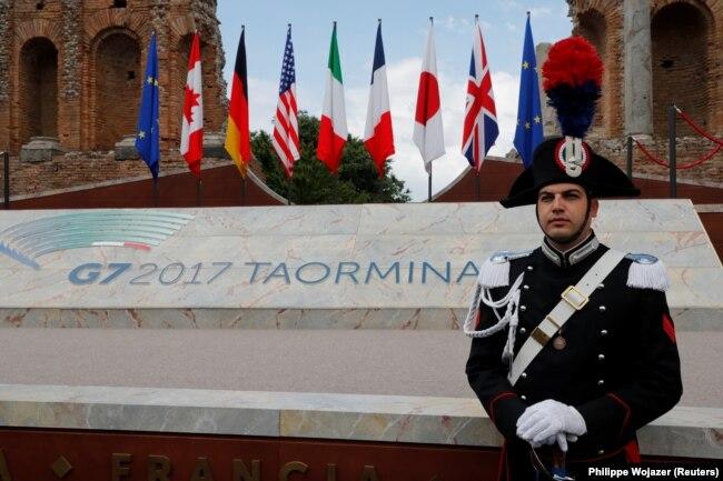 Саміт «Групи семи» під наглядом італійських карабінерів. Таорміна, 26 травня