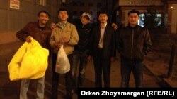 """Активисты организации """"Народный альянс"""". Астана, 30 сентября 2013 года."""