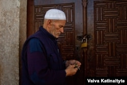 Mosque caretaker Hakif Sikirocha says more and more people are turning to Islam in his country.