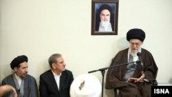 رهبر ایران خواستار ارائه گزارش درباره اجرای «اقتصاد مقاومتی» تا پایان امسال شده است.