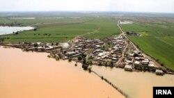 مدیرکل مدیریت بحران خوزستان میگوید که تاکنون ۲۱۰ روستا تخلیه شدهاند و ۴۳ هزار نفر در اردوگاهها اسکان اضطراری شدهاند.