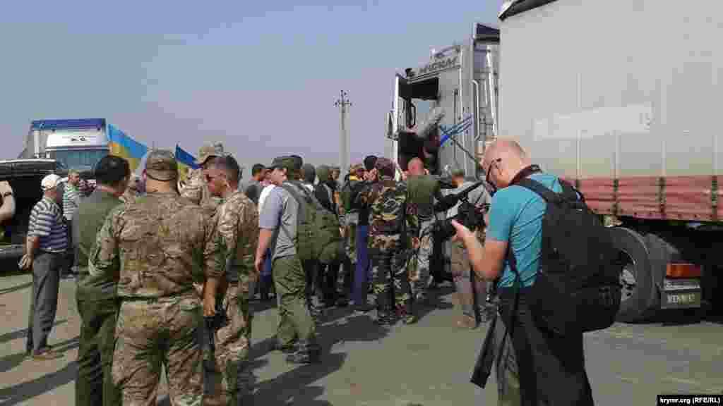 Блокада Криму на пунктах в'їзду-виїзду «Чаплинка» і «Каланчак» триває