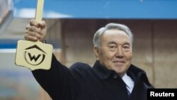 Президент Нұрсұлтан Назарбаевтың Алматы метросының ашылу рәсіміне келген кезі. 1 желтоқсан, 2011 жыл.
