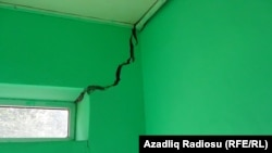 İmran Məmmədovun evinin içəridən çatları