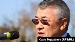 Қазақстан президентінің бұрынғы іс басқарушысы Сарыбай Қалмырзаев. Алматы, 12 қазан 2010 жыл.