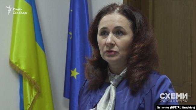 Схеми поцікавилися в голови комісії з обрання голови САП Коваль, чи знайома вона з кандидатом на цю посаду Костіним