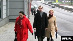 Алесь Стральцоў кіруецца ў суд, 18.04.2008