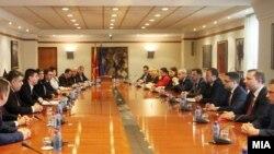 Владина делегација на средба со членовите на Државната изборна комисија.