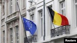 Flamuri i BE-së dhei Gjermanisë në një ndërtesë në Bruksel