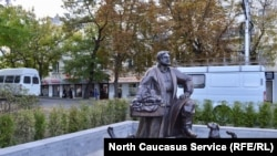 """Скульптура """"Ставропольский купец"""", символ города, Ставрополь"""