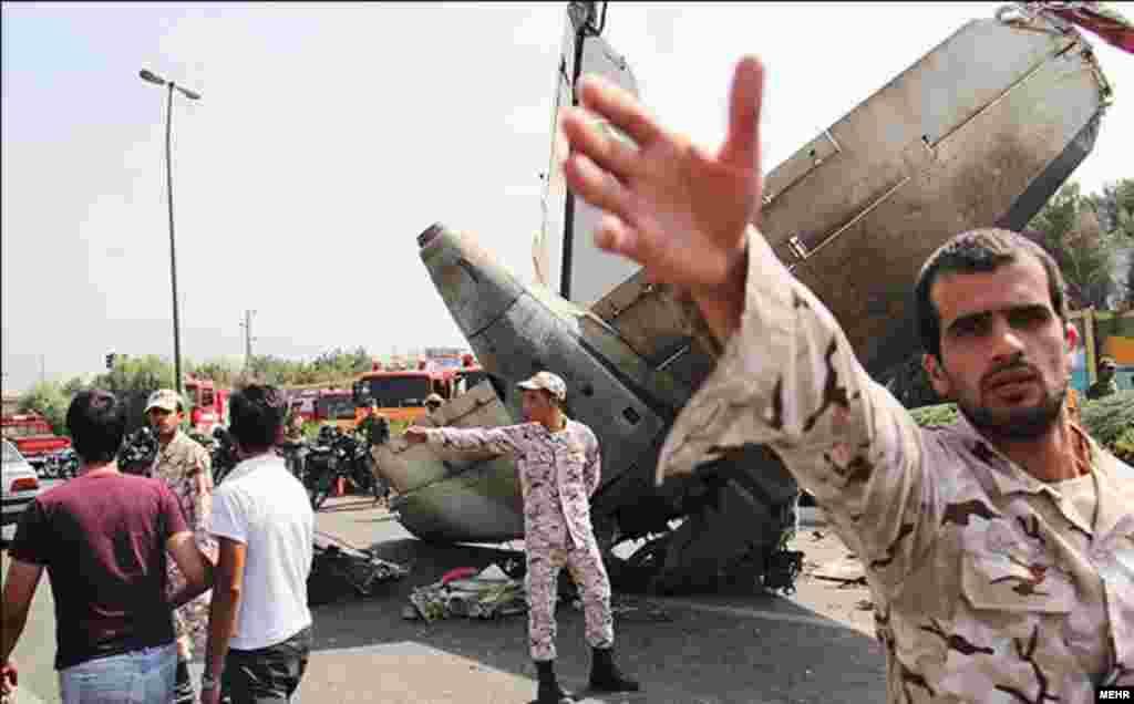 روز یکشنبه ۱۹ مرداد یک فروند هواپیمای مسافربری ایران در نزدیکی فرودگاه مهرآباد تهران سقوط کرد.