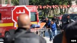 إجلاء جرحى اجانب بعد الهجوم على متحف باردو في تونس، آذار 2015