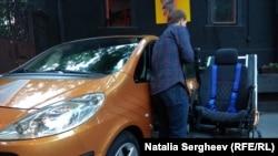 Cum e să fii într-un scaun rulant şi să conduci o maşină?