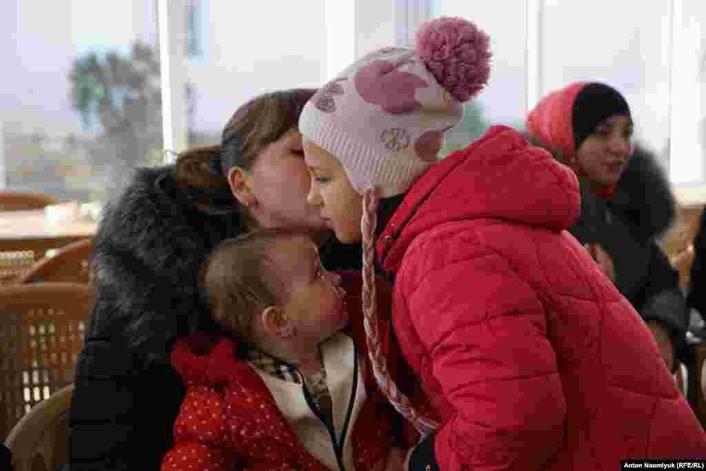 На собраниях «Крымской солидарности» с каждым годом присутствует все больше жен и детей политзаключенных, так как количество арестов ежегодно увеличивается
