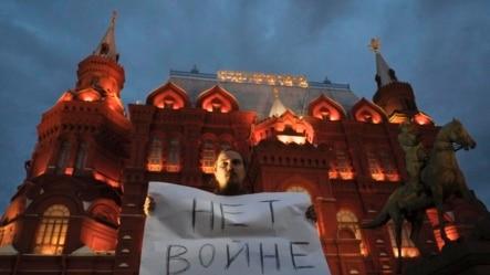 Оьрсийчоь -- Украинехь тIом баккхарна дуьхьал акци дIахьош ву хIара стаг Москох. Мрс 28, 2014