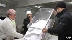 Жарандык коом өкүлдөрү 2007-жылдын 16-декабрындагы парламенттик шайлоонун жыйынтыгыазырга дейре коомчулукка расмий түрдө жарыялана элек деп эсептейт.
