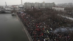 Police estimates on December 10 put the crowd at 20,000, while organizers cited much higher figures of up to 100,000.