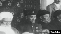 A.Sog'uniy Sharqiy Turkiston iqilob respublikasi ilk prezidentligiga saylangan vaqtda.