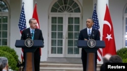 U.S. -- U.S. President Barack Obama (R) and Turkish Prime Minister Recep Tayyip Erdogan hold a joint news conference in the White House Rose Garden in Washington, 16May2013