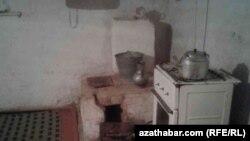 Daşoguz welaýatynda kerpiçden salnan we gaza çatylyp işledilýän peçler köp duş gelýär, 22-nji noýabr, 2016.