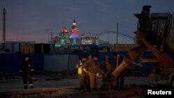 Строительные работы вблизи олимпийского объекта в Сочи