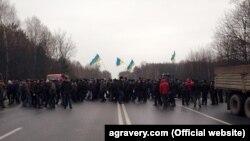 Українські аграрії блокують автодорогу, 28 грудня 2015 року