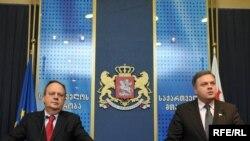 გიორგი ბარამიძე, საქართველოს ვიცე-პრემიერი (მარჯვნივ) და ჟოაო სოარეში, ეუთოს საპარლამენტო ასამბლეის დელეგაციის პრეზიდენტი
