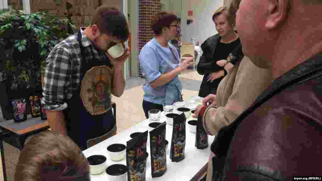 Дегустация сортов кофе из разных стран –приятный бонус и тренировка для истинных гурманов